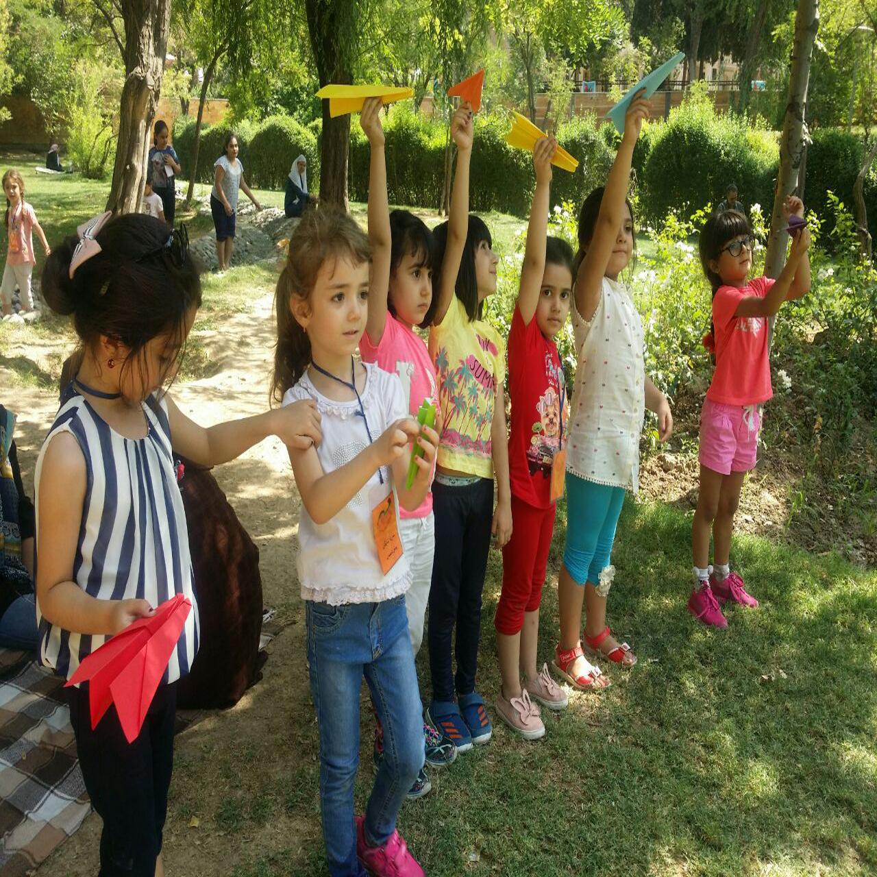 پرتاب موشک های دست ساز پیش دبستانی ها
